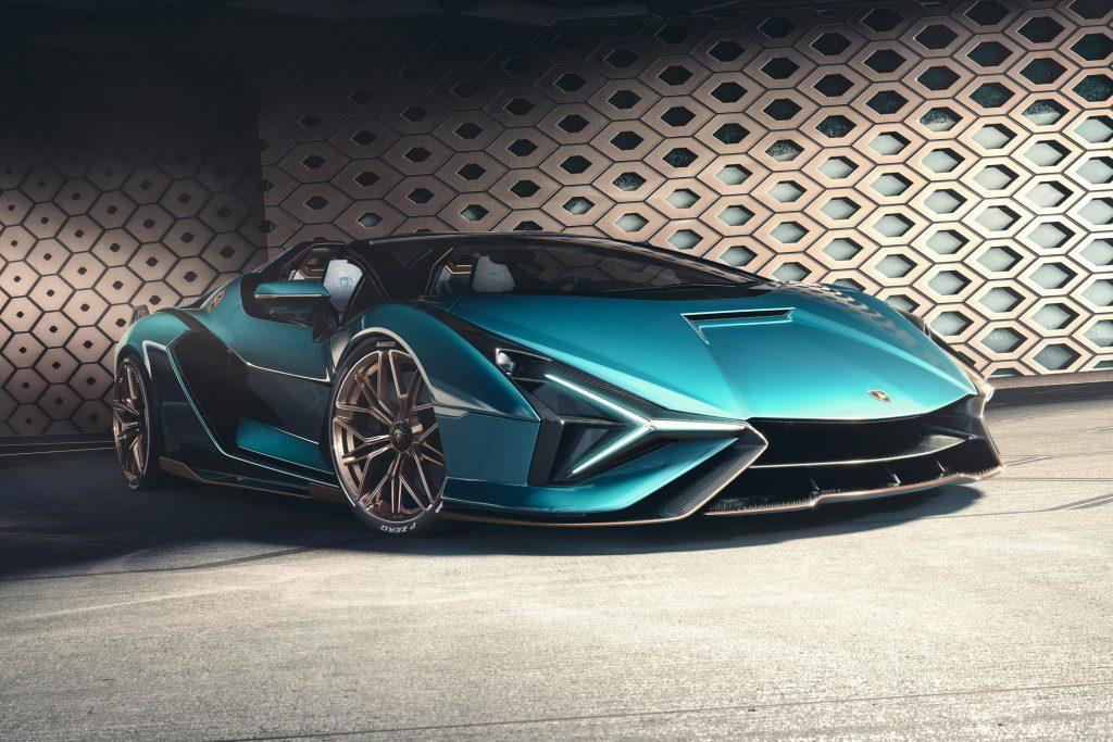 Lamborghini super aracını tanıttı